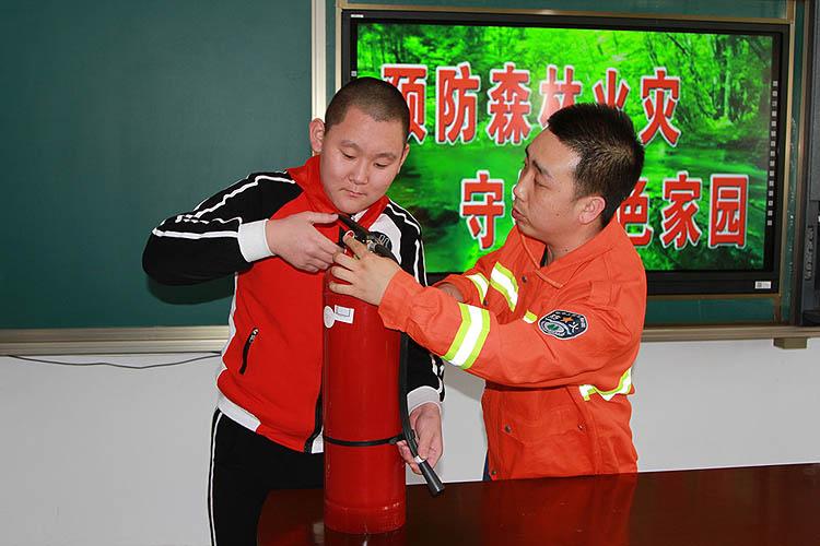 临江林业局开展防火安全知识进校园活动